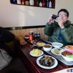 【北京.鼓樓】「姚記炒肝店」裡迫對方喝的豆汁挑戰