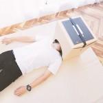 睡在床上看電影的好方法,你也來打造一個 Cardboard Home Cinema