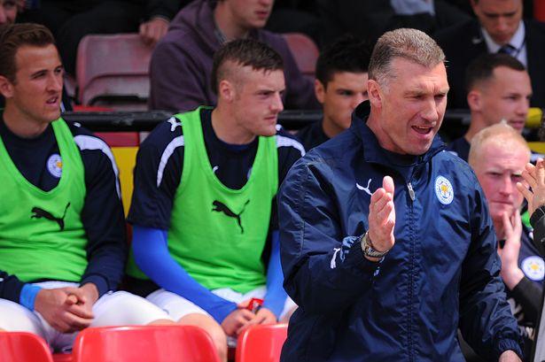 Vardy 與 Kane 早年一起在 Leicester City 後備席的畫面